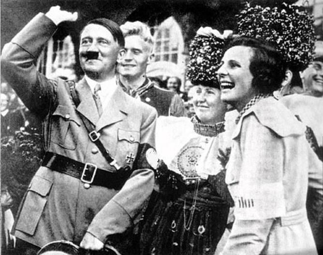 Адольф Гитлер и Лени Рифеншталь. 1934 г.