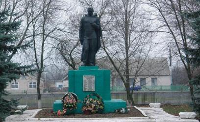 с. Артельное Лозовского р-на. Памятник установлен на братской могиле, в которой похоронено 97 советских воинов
