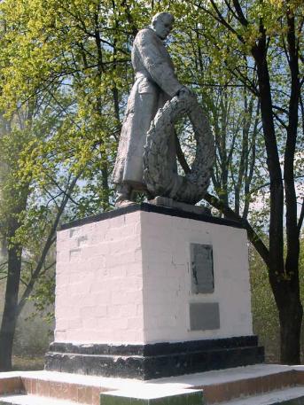 с. Александровка Сахновщинского р-на. Памятник установлен на братской могиле, в которой похоронено 22 воина, в т.ч. 15 неизвестных
