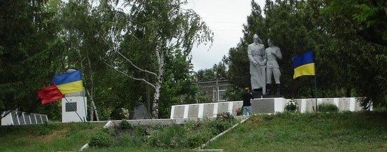 п. Алексеевка Первомайского р-на. Общий вид мемориала