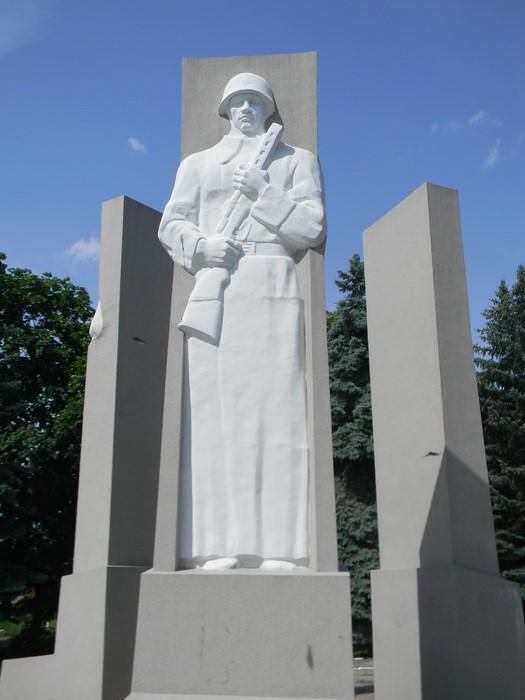 Скульптуры на мемориале