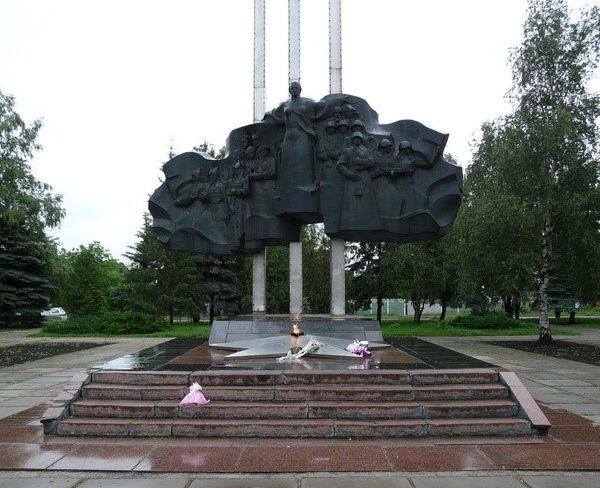 г. Лозовая. Мемориал Славы