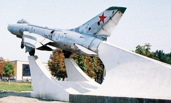 г. Красноград. Самолет СУ-7