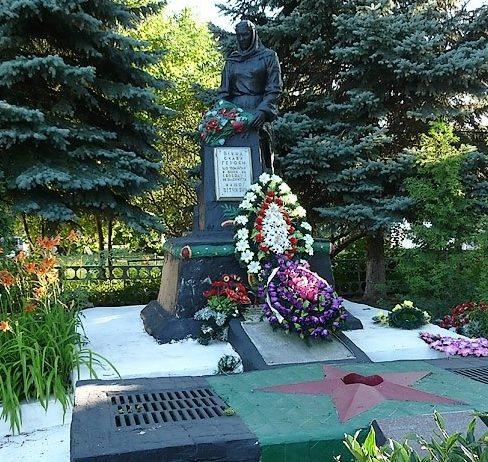 с. Козиевка Краснокутского р-на. Общий вид братской могилы