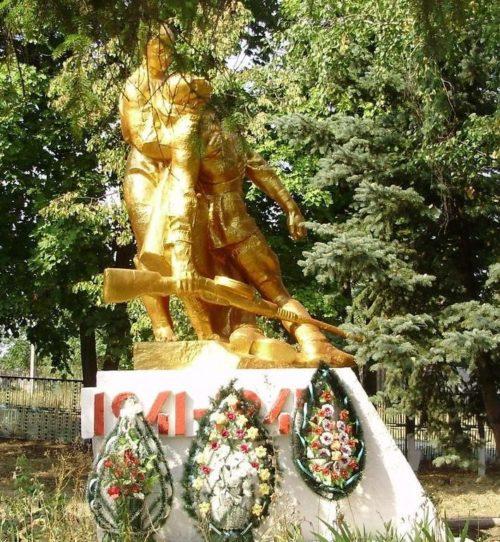 с. Верхний Бишкин Первомайского р-на. Памятник в центре села установлен на братской могиле, в которой похоронено 1286 воинов, из них неизвестных - 1052