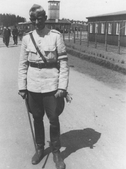 Командир лагеря Фаархуслейрен Поул Мартин Дигманн. Ну, очень похож на прежнего «хозяина», только без нацистских крестов