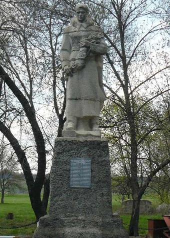 с. Лиговка Сахновщинского р-на. Памятник установлен на братской могиле, в которой похоронено 1109 советских воина, в т.ч. 1076 неизвестных