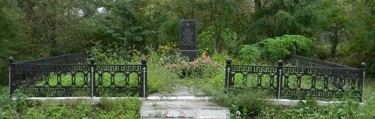 п. Кумы Красноградского р-на. Братская могила воинов, погибших в боях за поселок
