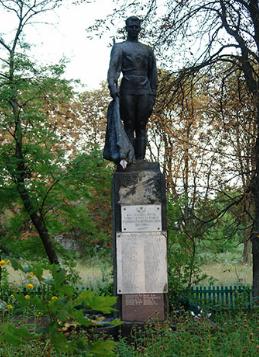 с. Козиевка Краснокутского р-на. Памятник установлен на братской могиле, в которой похоронено 62 воина