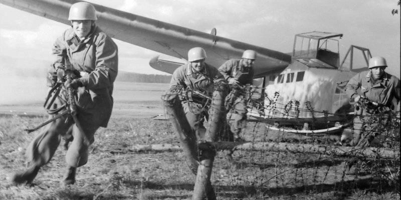 Высадка немецкого десанта с планера