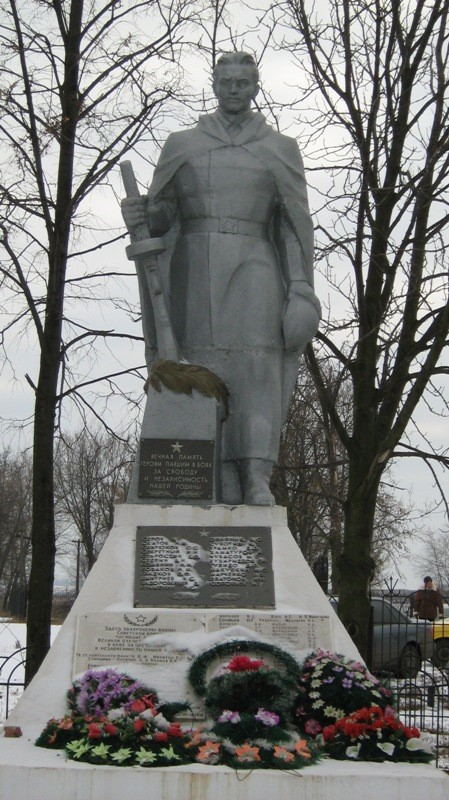 с. Ефремовка Первомайского р-на. Памятник на братской могиле