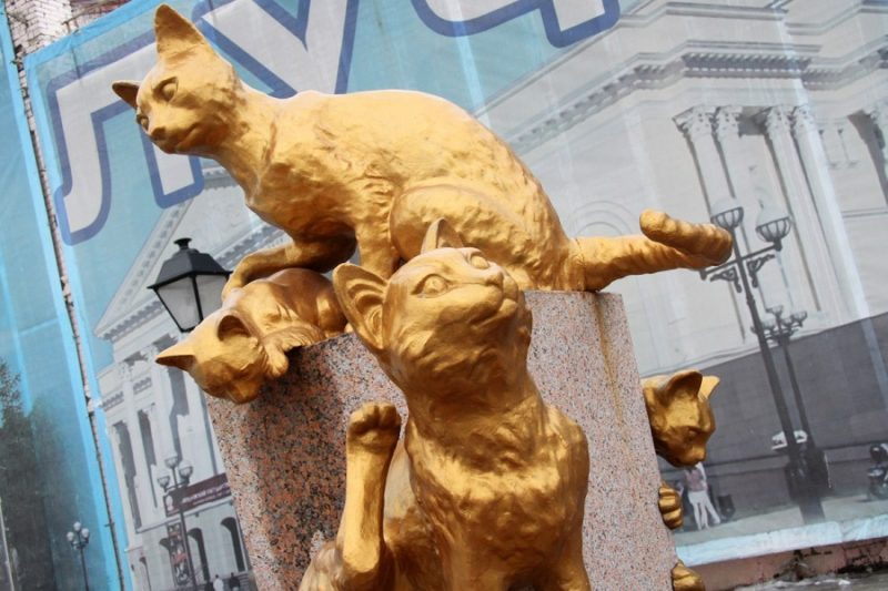 Чугунные коты