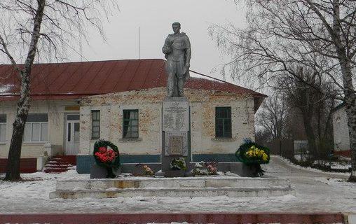 г. Люботин поселок Караван. Памятник по улице Заводской, установлен на братской могиле, в которой похоронено 25 воинов