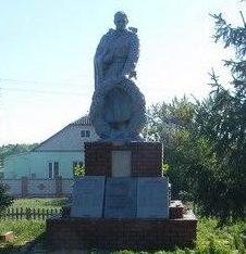 с. Жовтневое Первомайского р-на. Памятник в центре села, установлен на братской могиле, в которой похоронено 126 воинов, в т.ч. 67 неизвестных. Здесь же размещен памятный знак погибшим землякам