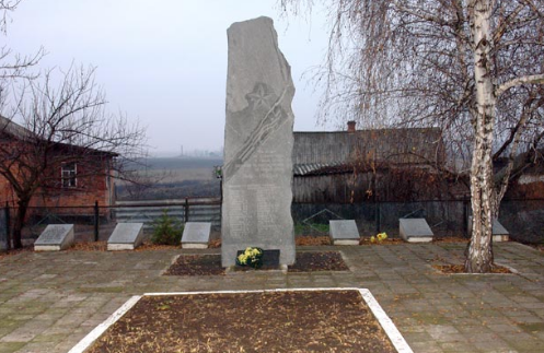 с. Бунаково Лозовского р-на. Памятник установлен на братской могиле, в которой похоронено 800 советских воинов