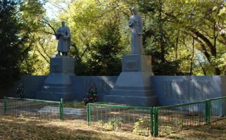 с. Артемовка Печенежского р-на. Общий вид братской могилы