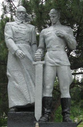 Скульптурная группа мемориала