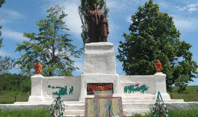 с. Каменка Первомайского р-на. Памятник установлен на братской могиле, в которой похоронено 62 воина, в т.ч. 53 неизвестных. На мемориальных доска написаны имена погибших односельчан