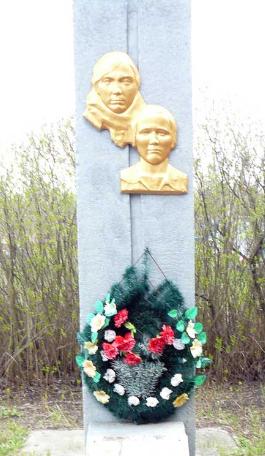 с. Новомихайловка Сахновщинского р-на. Братская могила советских воинов
