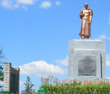 с. Ольховый Рог Красноградского р-на. Памятник на кладбище, установлен на братской могиле, в которой похоронено 7 воинов. На памятных стелах увековечены имена земляков, не вернувшихся домой