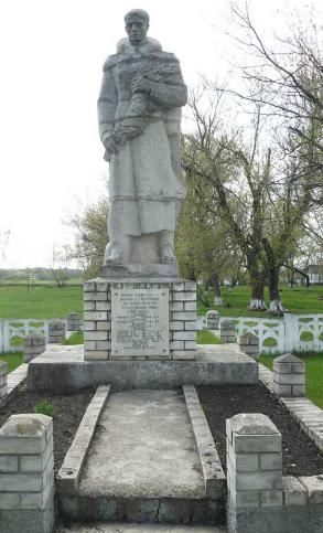 с. Олейники Сахновщинского р-на. Памятник установлен на братской могиле, которой похоронено 81 воин и партизан, в т.ч. 64 неизвестных
