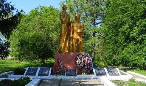 п. Красное Первомайского р-на. Памятник в центре села, установлен на братской могиле, в которой похоронено 187 воинов. Здесь же размещен памятный знак погибшим землякам