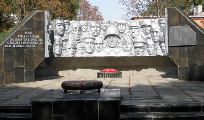 п. Сахновщина. Мемориал Славы сооружен на братской могиле, в которой похоронено 61 советский воин, в т.ч. 34 неизвестных