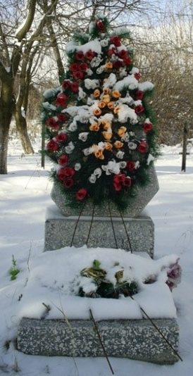 с. Мелиховка Нововодолажского р-на. Памятник установлен на братской могиле, в которой похоронено 23 воина, погибших в боях за село