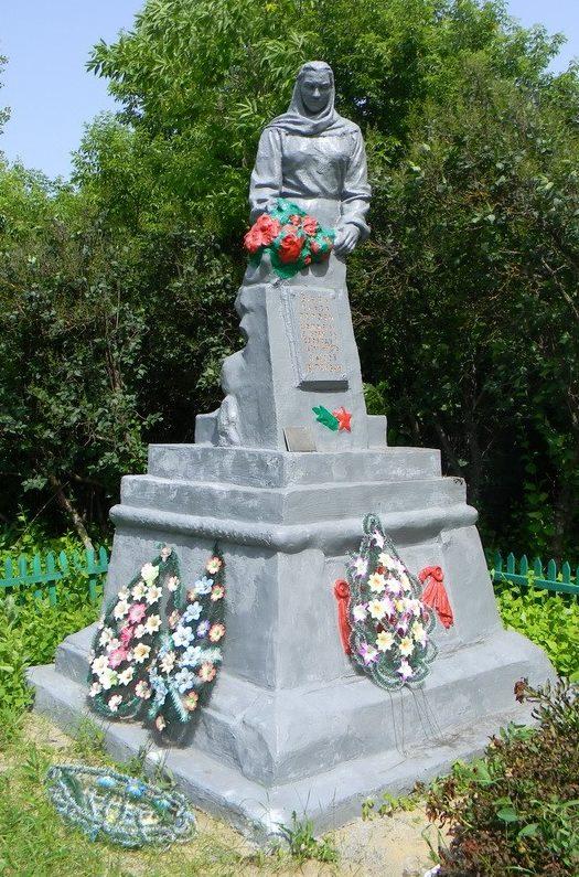 с. Крутоярка Первомайского р-на. Памятник установлен на братской могиле, в которой похоронено 520 воинов, в т.ч. 362 неизвестных, погибших в боях за село