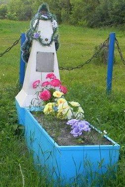 с. Мелиховка Нововодолажского р-на. Братская могила мирных жителей