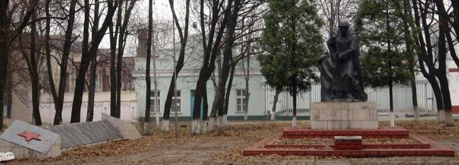 п. Панютино Лозовского р-на. Общий вид братской могилы