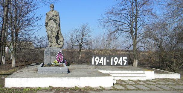 с. Тарасовка Сахновщинского р-на. Памятник установлен на братской могиле, в которой похоронено 353 воина, в т.ч. 309 неизвестных