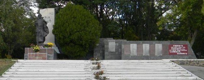 п. Новая Водолага. Общий вид мемориала