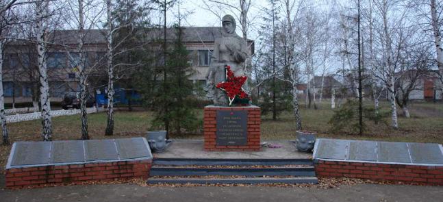 с. Тихополье Лозовского р-на. Памятник установлен на братской могиле, в которой похоронено 300 советских воинов