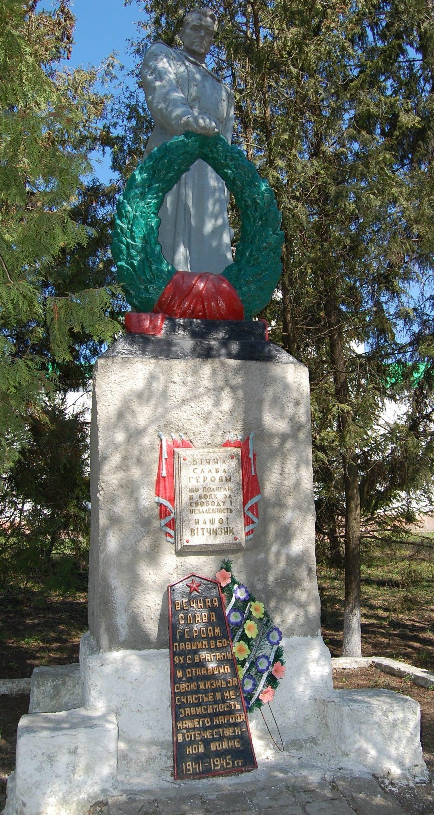 с. Малая Камышеваха. Памятник установлен в центре села на братской могиле. Рядом с памятником размещены мемориальные плиты с именами погибших земляков