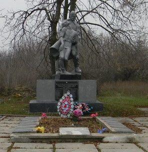 с. Победа Первомайского р-на. Общий вид братской могилы