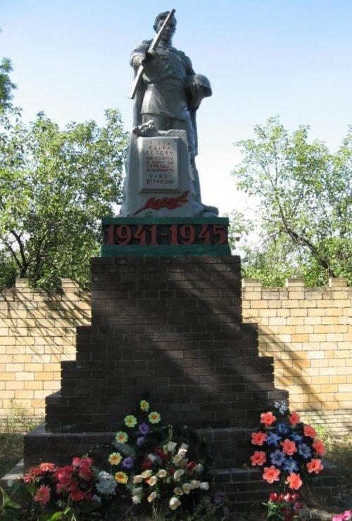 с. Сухая Каменка Изюмского р-на. Памятник погибшим воинам в годы войны
