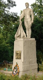 п. Павловка Краснокутского р-на. Памятник установлен на братской могиле, в которой похоронено 23 советских воина