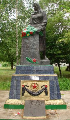 с. Кисловка Купянского р-на. Памятник на братской могиле, в которой похоронено 93 воина