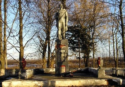 п. Пионерское Краснокутского р-на. Памятник установлен на братской могиле, в которой похоронено 37 воинов.