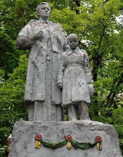 с. Прогресс Краснокутского р-на. Памятник установлен на братской могиле, в которой похоронено 87 советских воинов