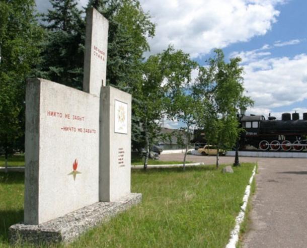 п. Купянск-Узловая Купянского р-на. Памятник погибшим воинам в годы войны