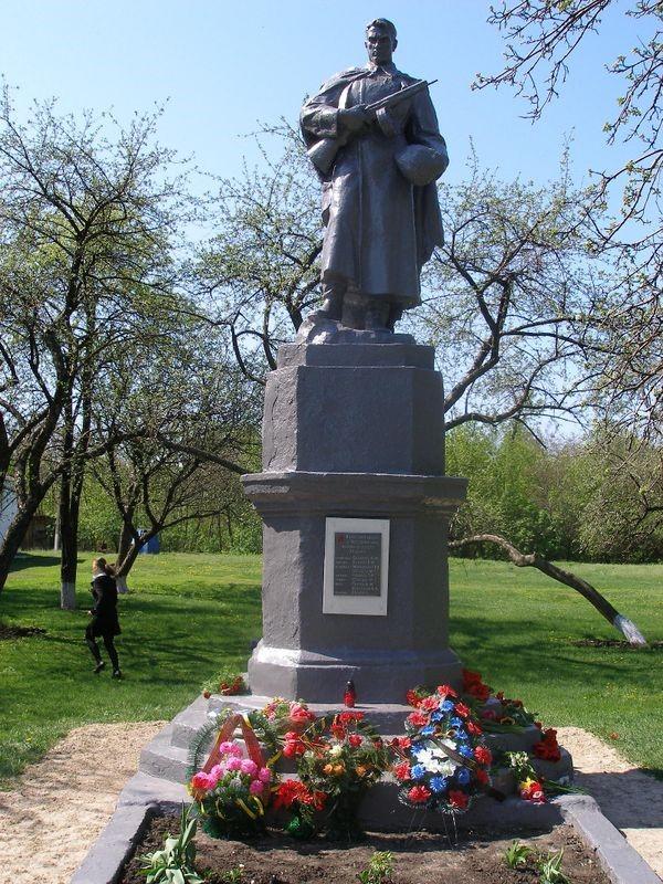 с. Владимировка Сахновщинского р-на. Памятник установлен на братской могиле, в которой похоронено 34 воина, в т.ч. 26 неизвестных, погибших в боях за село