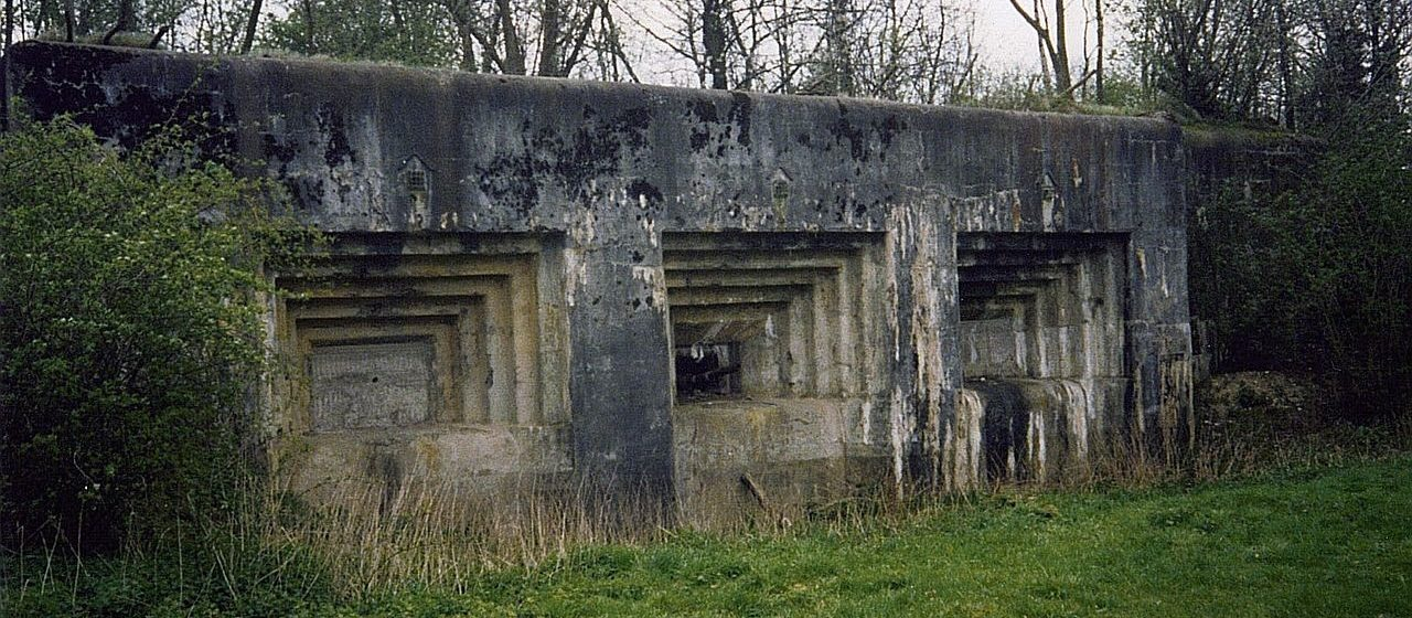 Один из трехорудийных казематов форта