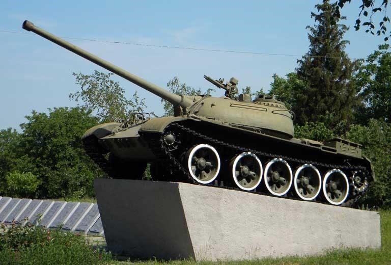 Танк Т-54 на мемориале