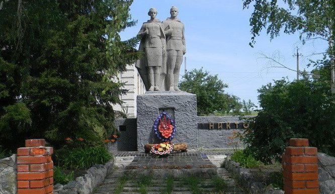 с. 3-я Старверовка Нововодолажского р-на. Братская могила 16 воинов, в т.ч. 2 неизвестных, погибших в боях за село