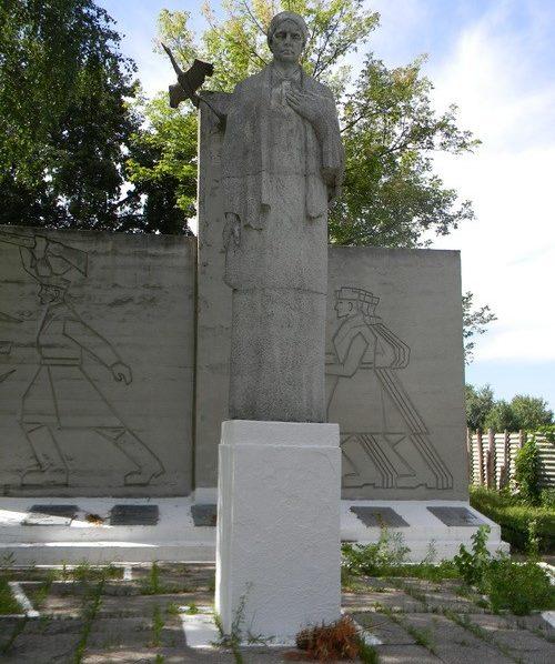 с. Резуненково Коломакского р-на. Памятник установлен на братской могиле, в которой похоронено 87 воинов. Здесь же размещен и памятный знак погибшим землякам