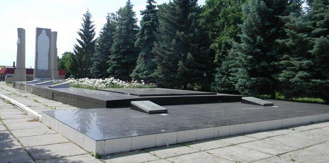 г. Красноград. Общий вид мемориального комплекса
