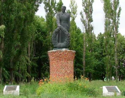 с. Берестовое Купянского р-на. Памятник установлен на братской могиле, в которой похоронено 92 воина. Сюда же было перезахоронено останки воинов из братской могилы с. Ревучего