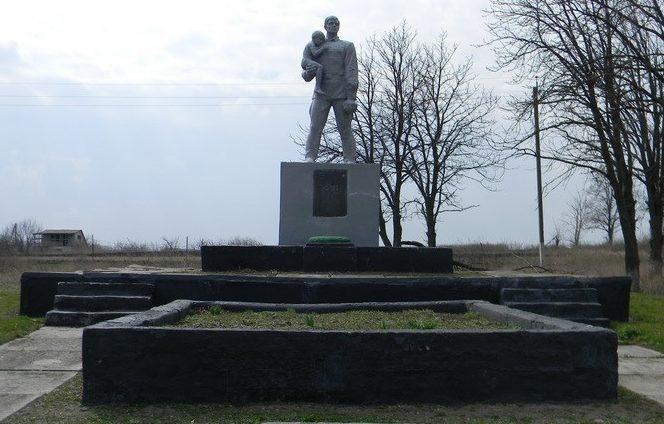 с. Булацеловка Первомайского р-на. Памятник установлен на братской могиле, в которой похоронено 340 воинов, в т.ч. 327 неизвестных